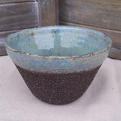 Tasse, mug ou bol en céramique, grès noir brut et grès émaillés, couleur vert