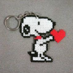 Esse Snoopy transmite todo o sentimento da Bee por seus clientes....é muito amor ♥️♥️♥️ #8bit #beeart #snoopy #keyring #chaveiro #pixelart