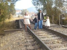 Country family pictures Family Photography, Photography Ideas, Picture Ideas, Photo Ideas, Surprise Pictures, Family Pictures, Diet Tips, Photo Shoot, Future