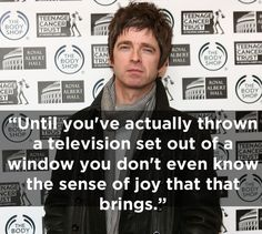 The 17 Funniest Things Noel Gallagher Has Ever Said - Oasis Quiz Royal Teens, Good Music, My Music, Liam And Noel, Television Set, Noel Gallagher, Music Heals, Guys Be Like, Kinds Of Music