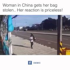 Chinesische Frau kriegt ihre Handtasche gestohlen und klaut dem Räuber s...