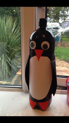 Easy arts project for a Penguin! Coke bottle with black paint splashed inside and add orange and white paper for beak and chest  Easy peasy