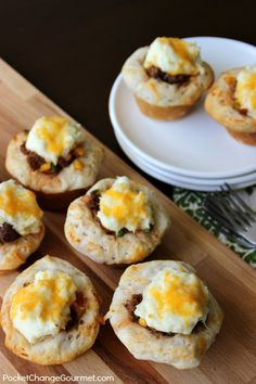 Use your muffin tin to make these delicious Mini Shepherd's Pies! Perfect for St. Patrick's Day Dinner! Pin to your Recipe Board!