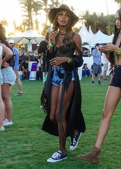 With the world's most stylish and celebrity-filled festival on the horizon, we look back at the best Coachella looks of all time Music Festival Outfits, Music Festival Fashion, Festival Dress, Reggae Festival, Fashion Music, Boho Outfits, Cochella Outfits, Casual Outfits, Jasmine Tookes
