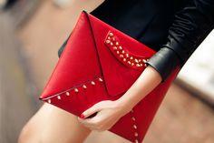 clutch tipo sobre, color rojo me encanta