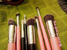 No fresh feeling than the feeling of squeaky clean makeup brushes!!! #thegirlinpink21 #myinsta  #pakistanibeautyblogger #beauty #blogger #bspk #pakistanbeautysociety #makeup #fashion #lifestyle #mom #mommyblogger #stylish #styleshot #makeuplover #makeupobsessed #fashionobsessed #letsgoshopping #onlineshopping #mylife #colorful