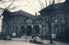 Le premier hôpital de la Croix-Rouge française - © Les reportages de France  En 1899, la Croix-Rouge française ouvre son premier dispensaire, en 1908 son premier hôpital : les peupliers. Assurés par des médecins bénévoles, les soins y sont gratuits tout comme les médicaments.