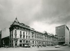 Edificio Saenz en el costado norte de la Av Jimenez con Carrera Octava de Bogotá. Foto de mediados de los años 60s. Se aprecia el Palación de la Gobernación de Cundinamarca, la Iglesia de San Francisco y al fondo el recién construido edificio del Banco de la República.