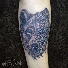#Tatuagem por @ToniSkink, São Paulo, Brasil. Para ter uma #tattoo como essa, ligue 55 11 4562 9000, WhatsApp 11 96886 6623 ou escreva para skinktoni@gmail.com - Siga também @SkinkTattooSP #TattooBR #TattooBrasil #TattooSP #TattooZN #TattooJardins #BlackWork #Ink #Inked #Tattooed #wolf #wolftattoo #lobotattoo #lobo
