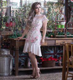 Vamos falar de delicadeza, elegância e muito charme. Tudo em um só vestido. #vestidolindo #estiloromantico #tule #amamosdetalhes #lookparaonatal #lovelygirlpankage