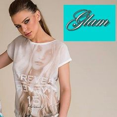 T-shirt da marca  Moikana  com estampa exclusiva e decote V  costas  Eu amei,  e vocês?  Compre agora: WWW.SANTOLLO.COM.BR