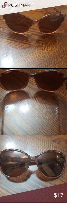 Polarized skechers sunglasses Polarized skechers sunglasses cute cat eye design EUC no scratches don't think I ever used it Skechers Accessories Sunglasses
