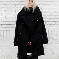 Head-to-Toe Black Is Fashionably Foolproof Peacoat Outfit, Pea Coats Women, Jeans And Sneakers, White Sneakers, Womens Closet, Cool Street Fashion, Street Style, Minimal Fashion, Minimal Style