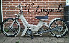 Nenhuma descrição de foto disponível. Puch Moped, Moped Motorcycle, Custom Moped, Custom Bikes, Best Electric Scooter, Bobber Style, Peugeot, Motorised Bike, Honda Cub