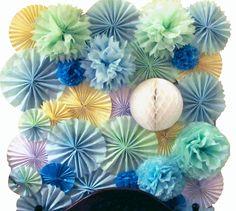 Flower Pom Pom and Accordion Backdrop / Photo-wall