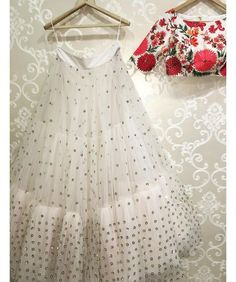 My all time favourite white floral lehenga by Mrunalini Rao. You got to check out the rest of her collection. Buy Designer Collection Online : Call/ WhatsApp us on : Designer Bridal Lehenga, Indian Lehenga, Plain Lehenga, Crop Top With Lehenga, Net Lehenga, Lehenga Choli Online, Lehenga Designs, Choli Designs, Indian Dresses