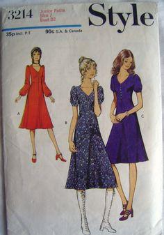 Vintage 70s Dress Sewing Pattern - 1971 Style 3214 - Teens' Junior Petite Bust…