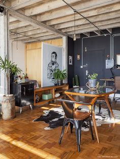 Things That You Need To Know When It Comes To Industrial Decorating You can use home interior design in your home. Even with the smallest amount of experience, you can beautify your home. Interior Exterior, Home Interior Design, Interior Architecture, Industrial Design Furniture, Vintage Industrial Decor, Industrial Chic, Narrow Living Room, English Decor, Shabby Chic Bedrooms