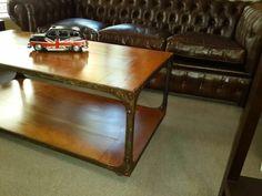 Mesa ratona en hierro y madera