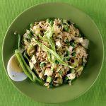 L'insalata di riso integrale con la caciotta è un piatto ricco e appetitoso a prova di vegetariano. Prova la ricetta di Sale&Pepe.