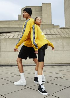 Fresh new Umbro x Pull&Bear collection bringing all the street style vibes of the season Fashion Shoot, Sport Fashion, Fashion 2020, Editorial Fashion, Girl Fashion, Paris Fashion, Street Fashion, Mode Masculine, Best Photo Poses