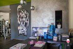 Come la passione per palestra e fitness diventa lavoro? Ce lo racconta Lillo Taiello, proprietario della Free Life, ad Agrigento, e professionista di Group Cycling, una disciplina che coniuga il ciclismo e l'allenamento indoor. Fitness, Painting, Free, Biking, Painting Art, Paintings, Painted Canvas, Drawings