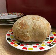 Pečivo si môžete pohodlne zabaliť na cesty a vychutnávať chute domova, nech ste kdekoľvek. Vyskúšajte recept napríklad na kváskovú verziu bosniaku. Bread, Baking, Food, Brot, Bakken, Essen, Meals, Breads, Backen