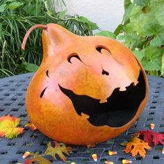 cute way to carve pumkin ...or use black marker/paint....