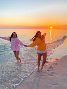 Cute Beach Pictures, Cute Friend Pictures, Best Friend Pictures, Cute Photos, Beach Photos, Friend Pics, Family Pictures, Shooting Photo Amis, Summer Goals