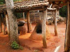 Fornos de barro, encontrados no interior do Brasil.  http://www.portalanaroca.com.br/na-roca-e-assim-tem-de-tudo-um-pouco/