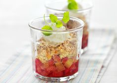 Rabarber crumble - Nem og forfriskende lækker opskrift - Se mere