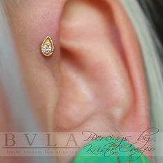 Healed single forward helix with a yellow gold Pear Harlequin with a clear CZ center! @TattooBoogaloo @BVLA #bodyjewelry #goldjewelry #piercingideas #creativepiercing #earpiercing #piercer #piercings #bvla #SanFrancisco #bayarea #citybythebay #beautiful #love #smile #pearharlequin
