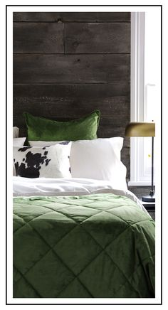 We love a peek at cosy chalet design at this time of year so we asked Nicky Dobree to show us one of her favourites. Explore this Val d'isere chalet. Bedroom Color Schemes, Bedroom Colors, Bedroom Red, Bedroom Decor, Bedroom Ideas, Green Comforter, Velvet Bedspread, Master Bedroom Design, Master Bedrooms