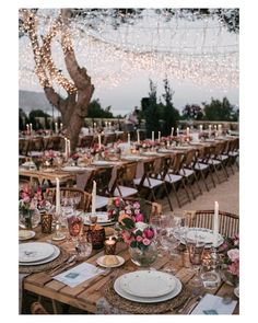 Todos a la mesa! Feliz domingo!  { by @saraloblaphotographer}. #lunchtime #tablesetting #wedding #weddingday #boda #bride #bridal #novia #eventos #flores #flowers #mesa #ilumination #candles #decoración #decoration #deco #rustic #rustico #impresionante #weddingflowers #espectacular #beautiful #stunning #weddinginspiration #inspiration #love #like #picoftheday #siempremia