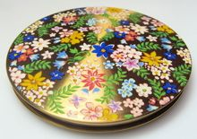 A very pretty vintage goldtone compact decorated with flowers, 20th century