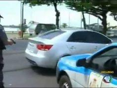 Bandidos furam blitz policial no Rio de Janeiro