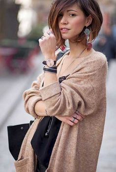 Cardigan coiffure hair, hair cuts et hair styles Looks Style, Cut And Style, Short Hairstyles For Women, Cute Hairstyles, Hairstyles 2018, Hairstyle Ideas, Short Hair Cuts, Short Hair Styles, Hair Cute