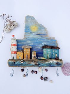 Mare  blu Wooden Art, Wooden Crafts, Wood Wall Art, Diy And Crafts, Driftwood Projects, Driftwood Art, Beach Themed Crafts, Ceramic Sculpture Figurative, Small Wooden House