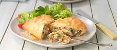 Creamy chicken wrapped in crispy filo pastry makes a special treat. The condensed soup is the secret ingredient in this, full of flavour and perfect for creating a delicious filling for these parcels. Phylo Pastry Recipes, Phyllo Recipes, Cooking Recipes, Savoury Recipes, Spinach Stuffed Mushrooms, Spinach Stuffed Chicken, Chicken Filo Parcels, Food In A Minute, Filo Pastry