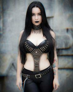 Foto's van Essence of Darkness – 27 albums Hot Goth Girls, Gothic Girls, Goth Beauty, Dark Beauty, Witch Fashion, Gothic Fashion, Chica Dark, Sexy School Girl Costume, Steam Girl