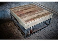 Deze prachtige salontafel van Ombre Design is exclusief en ambachtelijk gemaakt van verpakkingshout uit de havens. | Ombre Design | Salontafel Gravier