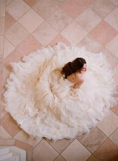10 Wedding Photos Every Couple Should Take {If your gown has a full skirt with lots of tulle and lace, take a seated photo with your dress spread out all around you.}