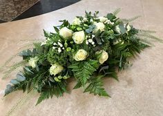 Kiststuk Beautiful Flower Arrangements, Beautiful Flowers, Flower Decorations, Wedding Decorations, Cemetery Decorations, Shabby Chic Wreath, Memorial Flowers, Sympathy Flowers, Funeral Flowers