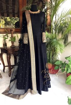 ideas bridal hijab styles pakistani for 2019 Pakistani Dress Design, Pakistani Outfits, Indian Outfits, Stylish Dress Designs, Stylish Dresses, Mode Bollywood, Party Kleidung, Mode Abaya, Indian Designer Suits