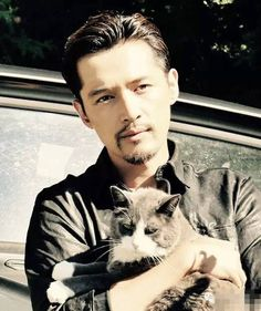 DramaPanda: If you were wondering whether Hu Ge is a dog person or a cat person. Nirvana In Fire, Huge Cat, Handsome Asian Men, Fire Fans, Hu Ge, Getting Bored, Asian Actors, Cat Gif, Guys