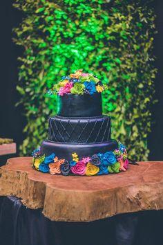 Black tiered cake Neon Birthday, 14th Birthday, Birthday Parties, Diy Neon Party, Glow Party, Neon Sweet 16, Bolo Neon, Neon Cakes, Harry Potter Cake