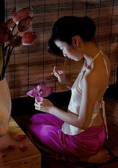 Áo yếm   Áo Dài Việt Nam - Tôn vinh vẻ đẹp Việt!   Kho lưu t…   Flickr