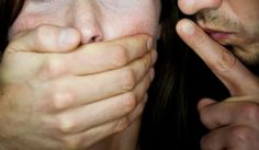 На Закарпатье трое мужчин изнасиловали беременную девушку (ВИДЕО)