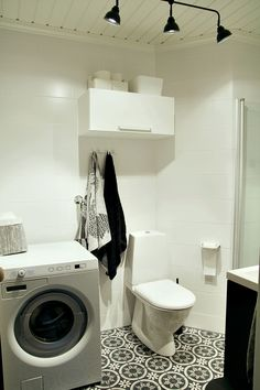 | NEW BATHROOM! - paper holder -   Maiju Saw