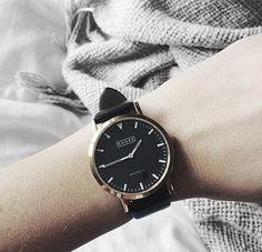 Die Armbanduhr von Shore Projects ist einfach gehalten und lässt sich durch verschiedene Armbänder individualisieren. Hier entdecken und kaufen: http://sturbock.me/U3K